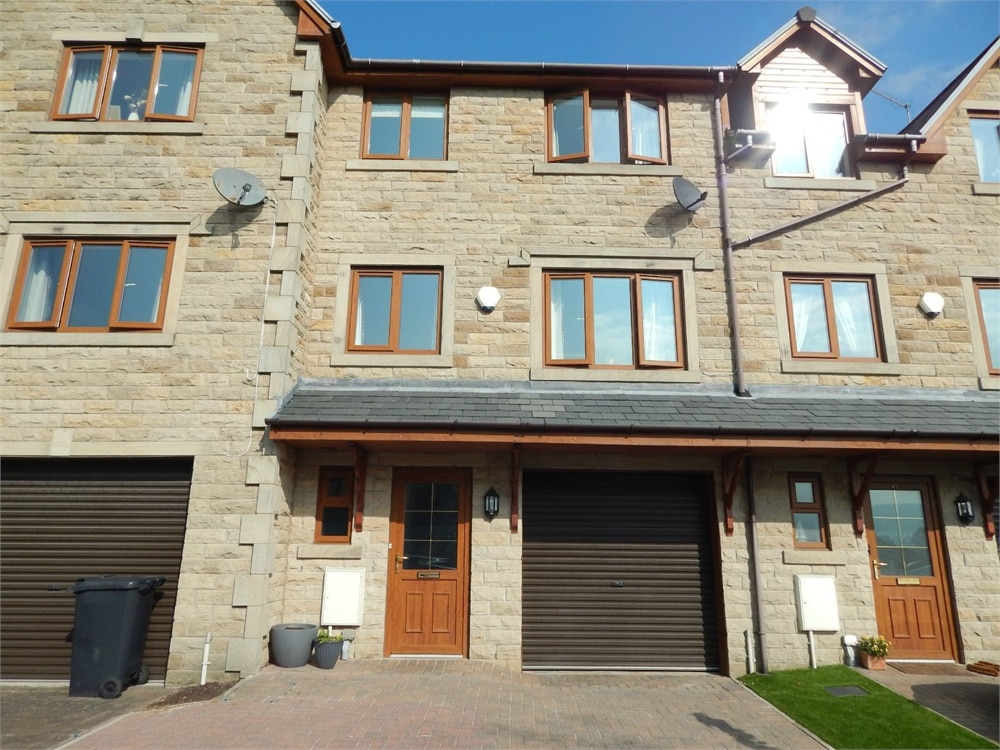 Standroyd Court, COLNE